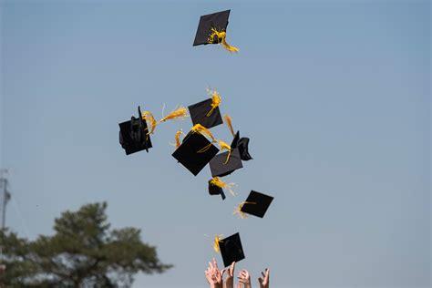 graduating seniors share memories   newscenter