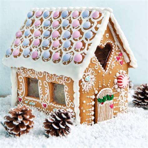 hexenhaus selber backen dekoriertes lebkuchenhaus backen lebkuchen