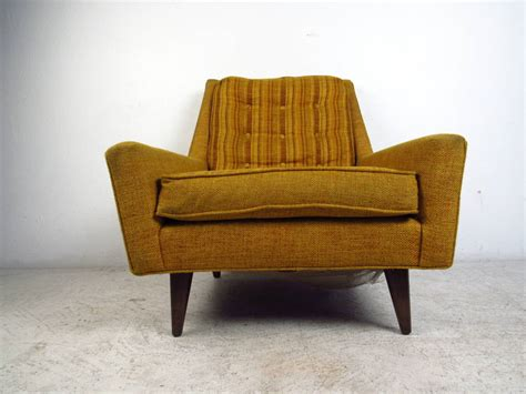 mid century modern upholstered lounge chair with tufted