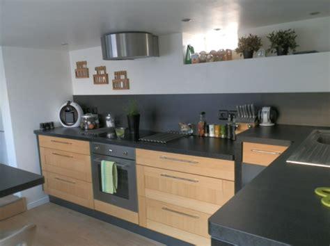 cuisine brun la cuisine bois et noir c 39 est le chic sobre raffiné