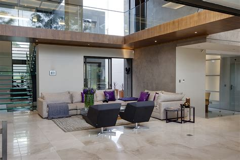 An Open Floorplan Highlights A Minimalist Design by Dramatic Contemporary Residence Amazes With Stunning