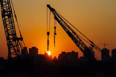 mumbai crane sunset   latitudelongitude