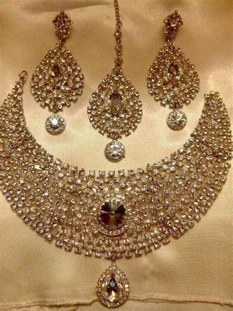 soma sengupta indian bridal jewellery simple splendor