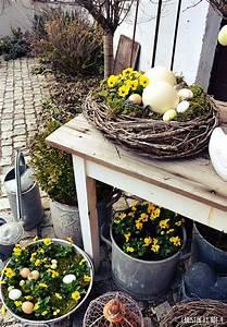Naturliche osterdekoration osterdeko im garten deko mit for Französischer balkon mit deko für den garten aus rost