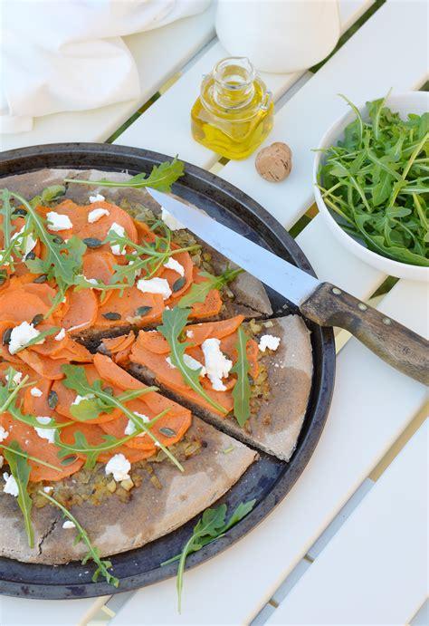 pizza maison 224 la farine de sarrasin patate douce oignons confits graines de courge et ch 232 vre