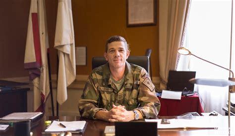 bureau du s駭at le nouveau chef de corps du 1er régiment d infanterie à sarrebourg anciens du 1er ri berry