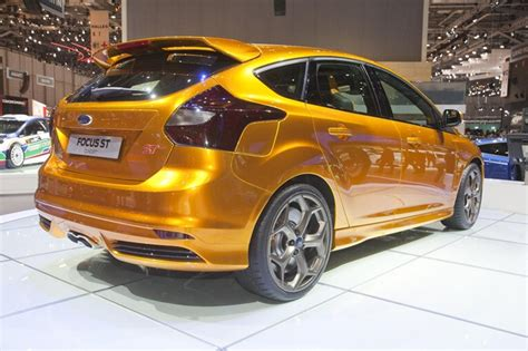 ford focus st cast  lead car   sweeney