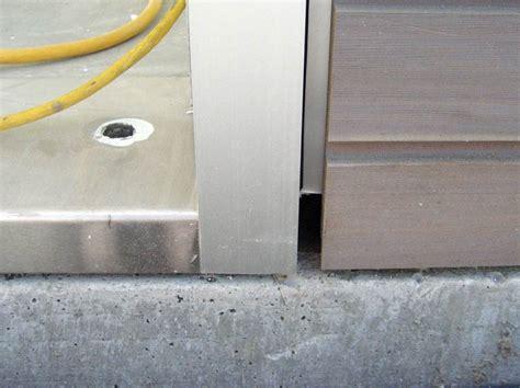 detail pivot door home building  vancouver