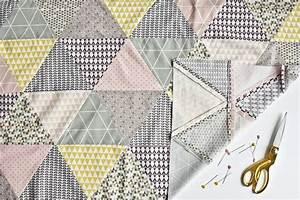 Patchworkdecke Selber Nähen : triangle baby quilt n h anleitung babydecke mit dreieck ~ Lizthompson.info Haus und Dekorationen