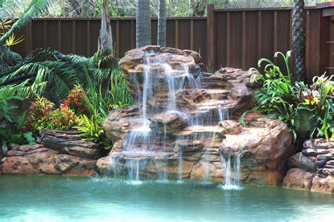 terme technique de cuisine cascades et murs d 39 eau pour une piscine paradis
