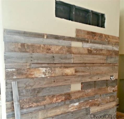 Wand Verkleiden Mit Holz by How To Make A Pallet Wall Using Free Pallet Wood