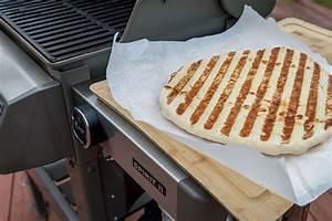 Four A Pizza Weber : 9 steps to grilling a pizza tips techniques weber grills ~ Nature-et-papiers.com Idées de Décoration