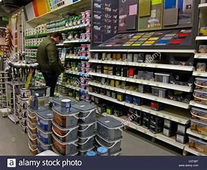 Le Roy Merlin Besançon : paris france french hardware store shops man shopping ~ Dailycaller-alerts.com Idées de Décoration