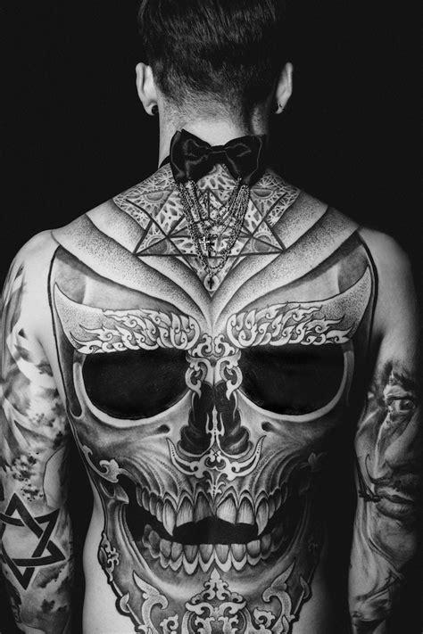 tatouage mandala dos complet
