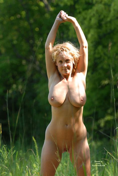 Nude Girl Outdoors January 2008 Voyeur Web Hall Of Fame