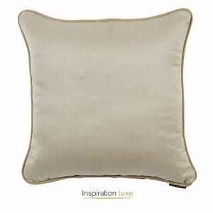 tapis haut de gamme beige en peau de vache cuir veritable With tapis peau de vache avec housse de canapé en simili cuir