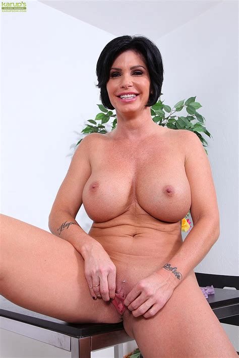 Shay Fox Strip And Pleasure Her Muff Hole Milf Fox