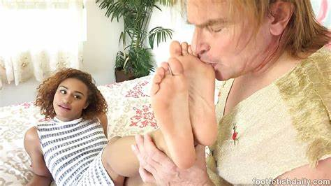 Bobbi Dylan Wraps Toes Around Immense Bbc Nami Dahlia Fine Negro Haunches Leaking In Sperm