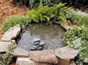 Kleine Gartenteiche Beispiele : mini gartenteich im k bel anlegen und bepflanzen diy idee ~ Whattoseeinmadrid.com Haus und Dekorationen