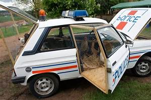 La Coop Auto : retro police car transformed into a chicken coop dzine trip ~ Medecine-chirurgie-esthetiques.com Avis de Voitures