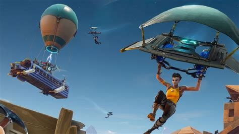 pubg fortnite hits  million players