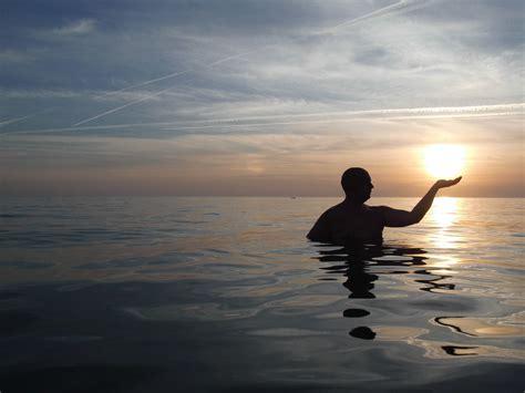 fotos gratis hombre playa paisaje mar naturaleza