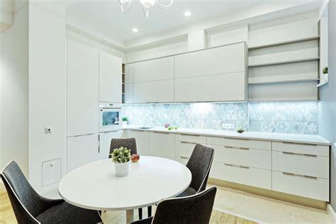 Modernas virtuves mēbeles ar Supermatt Acrylux fasādēm ...