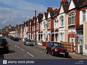 Wohnung London Kaufen : typisch englisch reihenhaus h user mit telefonleitungen ~ Watch28wear.com Haus und Dekorationen