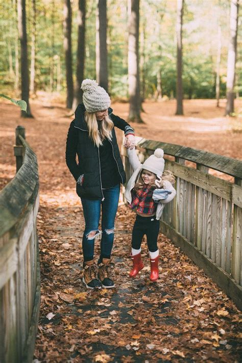 mom style morning hikes motherhood mom style fall