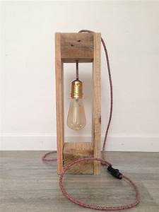 Lampe En Palette : lampe bois de palette ampoule suspendue von woodinlight auf etsy lights in 2019 wood lamps ~ Voncanada.com Idées de Décoration