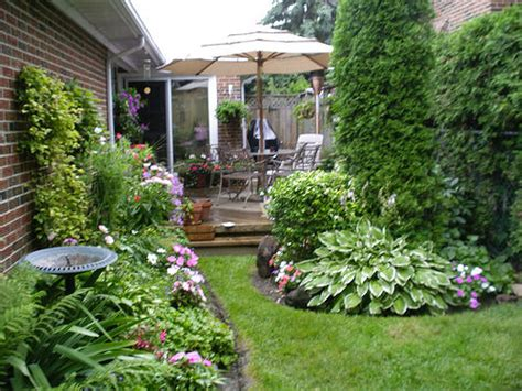 different kinds of back yard garden and their uses