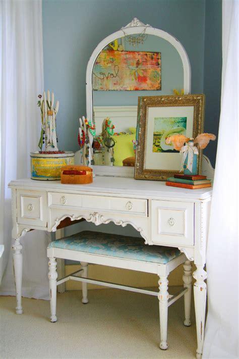 Vintage Vanity Table with Mirror