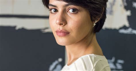 Adriana (Julia Dalavia) é operada e recebe o rim doado por ...