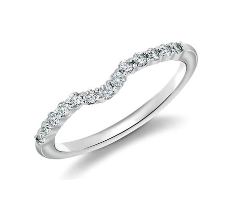 classic curved diamond wedding ring in 18k white gold 1 4