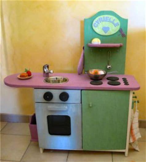 cuisine fillette fabriquer une cuisine en bois pour enfant