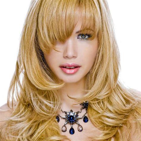 Gestufte Lange Caramelblonde Haare  Blonde Lange Haare