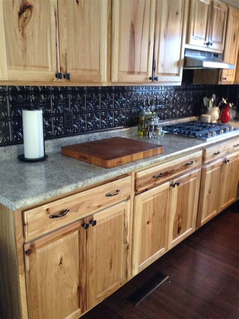 Backsplash Ideas With Cabinets by Hickory Cabinets With Fasade Backsplash Decorating