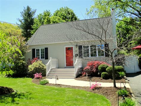 barnes and noble southcenter charming 3br 2ba cape cod charming 3br 2ba cape cod cape