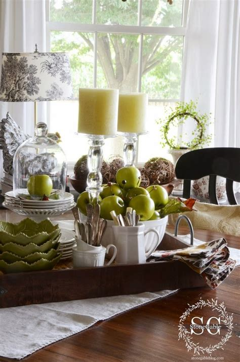 kitchen table decor 25 best ideas about vignettes on coffee table