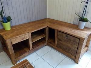meuble fait en palette de bois With idee deco cuisine avec fabrication de table en bois
