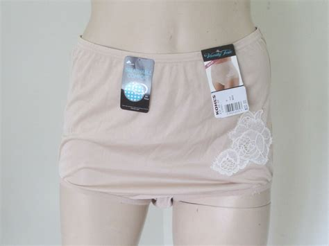 Nwt Vanity Fair Women Panties Private Auction 6/m