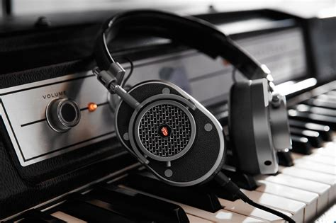 master and dynamic master dynamic unveils custom rolling stones headphones hypebeast