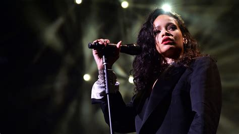 beautiful rihanna singer amazing pictures gallery