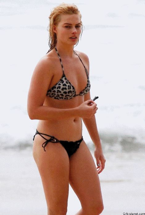 Margot Robbie GIF - Find & Share on GIPHY