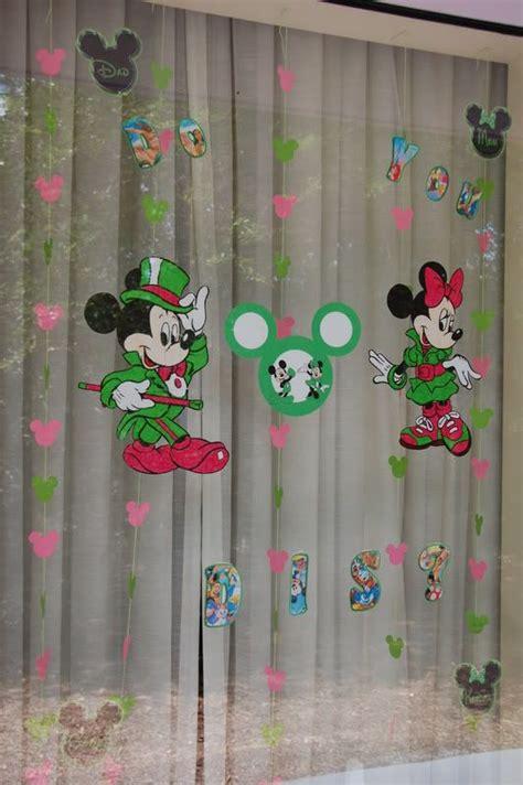 1000 ideas about disney window decoration on disney decorations disney diy