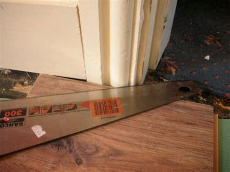 cutting pergo flooring laminate flooring cutting laminate flooring around doors