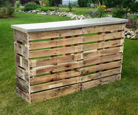 Make A Bench Out Of Pallets by Pallet Patio Bar With Concrete Top