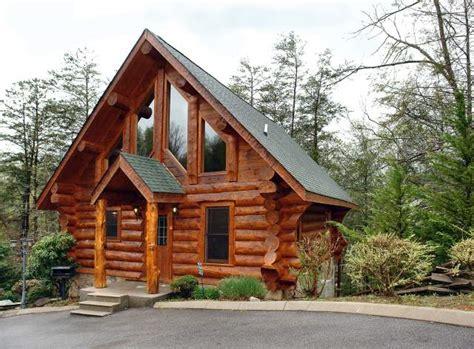 log cabins in gatlinburg how to find the 2 bedroom gatlinburg cabin rental