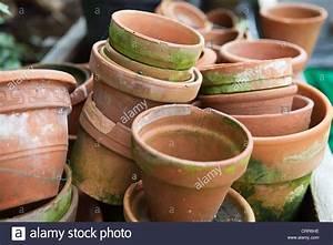 Terracotta Töpfe Groß : einen gro en stapel von alten terrakotta blument pfe f r den garten stockfoto bild 49067914 ~ Eleganceandgraceweddings.com Haus und Dekorationen