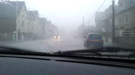 voiture sous la pluie  vitremp youtube